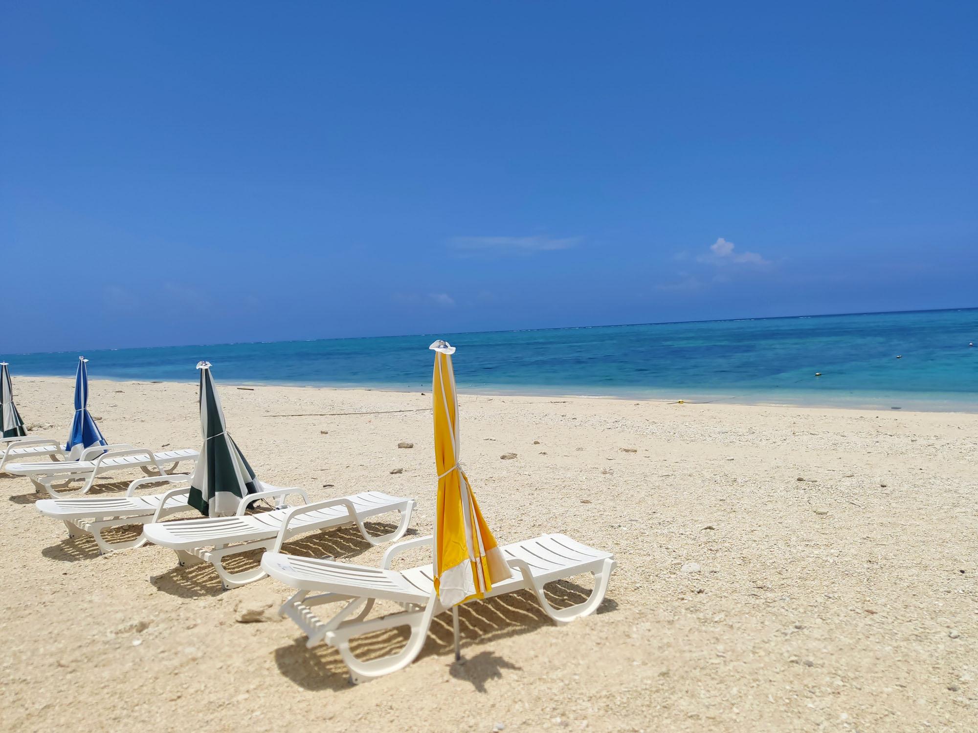 沖縄の無人島ナガンヌ島のビーチ