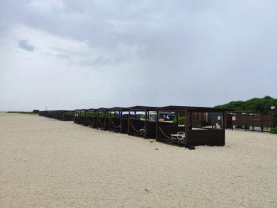 沖縄の無人島ナガンヌ島の高いコテージ